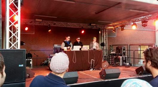 Schwule Mädchen Soundsystem  http://www.fettesbrot.de/fb/schwule-madchen-soundsystem/