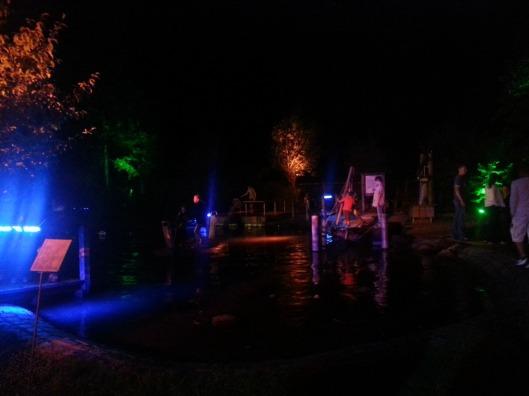 Der Wasserspielplatz strahlte in zig Farben - Wassernacht im Freilichtmuseum am Kiekeberg