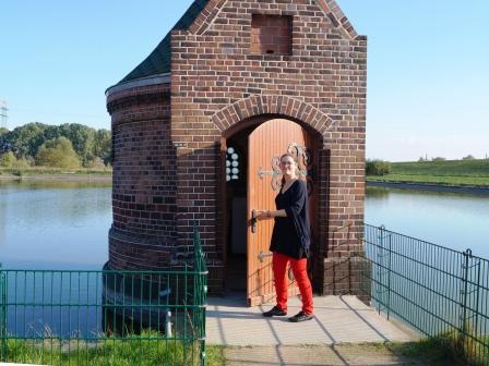 Führung mit Meike Hartwig auf dem weitläufigen Museumsgelände. © Wasserkunst Hamburg