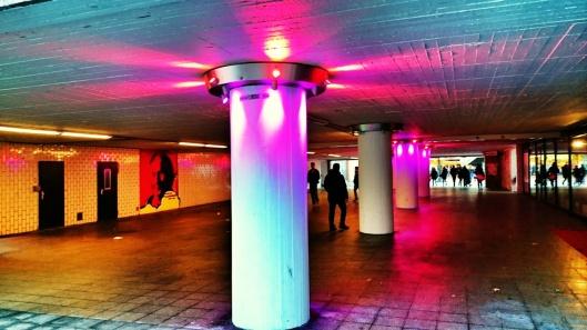 Lichtinstallation des Künstlers Toro  und Graffiti des bekannten Sammlers Harald Falckenberg vom Künstler Brozilla
