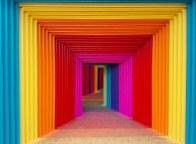In der formalen Gestaltung ist Darko Caramello von der Op- und Urban Art sowie dem Suprematismus beeinflusst. Sein Werk ist durchgängig konzeptioneller Natur und von abstraktem Charakter. Inspiriert wird der Künstler von Mustern und Strukturen jeder Art, an jedem Ort. Er wird von ihnen gefunden und berührt, gerne unerwartet und ungesucht. Im Inhalt orientiert er sich gern an philosophischen Fragestellungen der Aufklärung. Diese Fragen erneut, und zwar in Form eines Gemäldes, Objektes oder einer Installation zu stellen, ist für ihn eine spannende Art um an neue Lösungen heranzugehen und daraus eine eigene Ästhetik zu entwickeln.