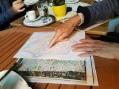 Frau Geiler, unsere Stadtführerin, erklärt uns, dass der Herzog von 5 kleinen Ortschaften umgeben war.