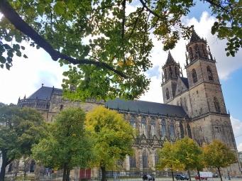 Der Magdeburger Dom ist von Weitem schon zu sehen. Er ist einfach riesig und gehört definitiv zu den schönsten Kathedralen in Deutschland.
